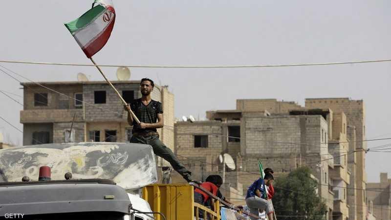 العلم الإيراني في دير الزور
