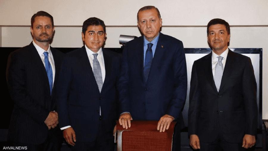 من اليسار: جاكوب كينغستون، وكوركماز، وأردوغان.