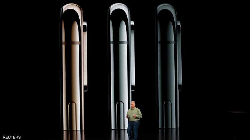 الهاتف يأتي بثلاثة ألوان