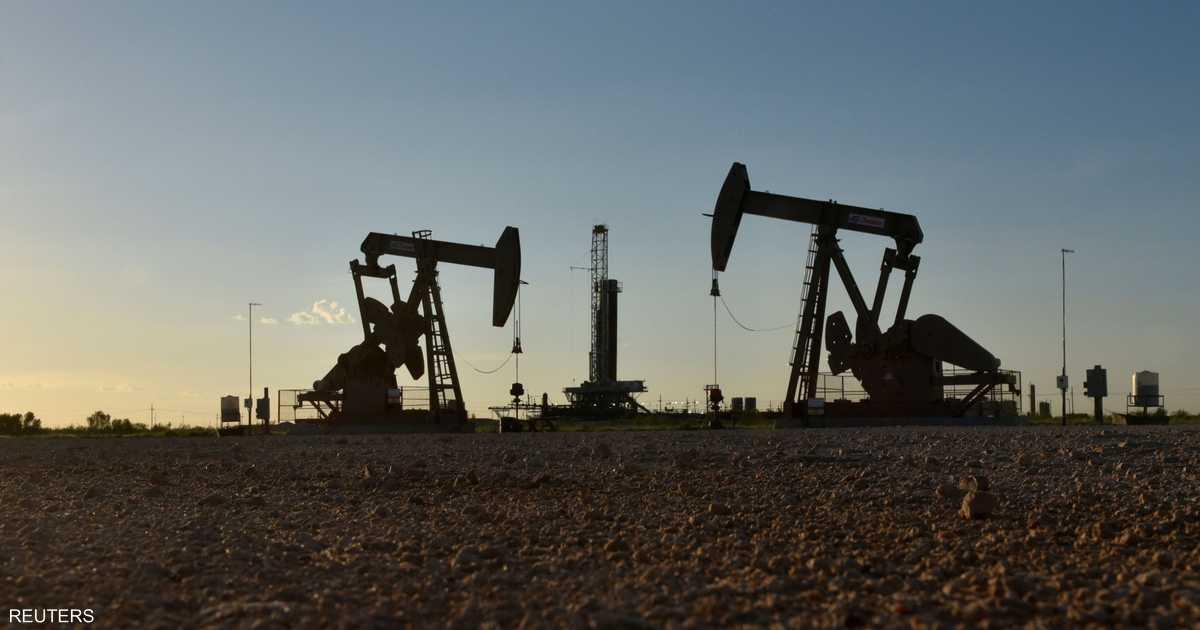 النفط ينخفض 1 بالمئة بفعل زيادة المخزونات الأميركية