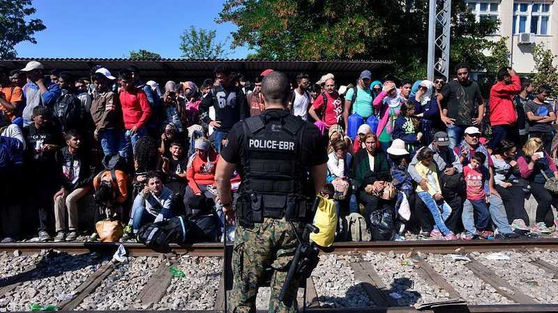 مقدونيا تحتجز عشرات المهاجرين