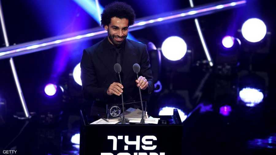 نجم الكرة المصري محمد صلاح يتسلم جائزة بوشكاش لأفضل هدف