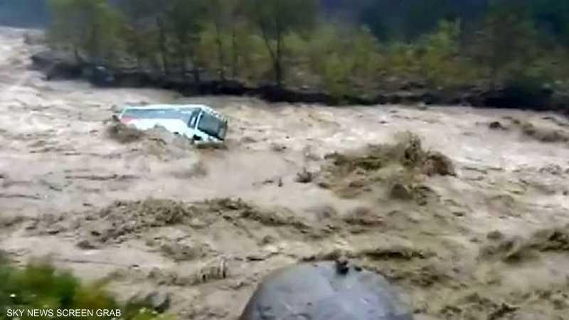 السيول تجرف حافلة ركاب في الهند