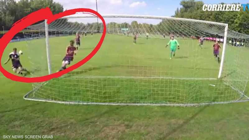 حاول تسجيل هدف فأصاب رأسه قبل المرمى