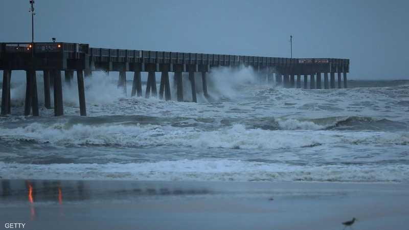 الأمواج بدأت بالارتفاع قرب شواطئ بنما سيتي في فلوريدا