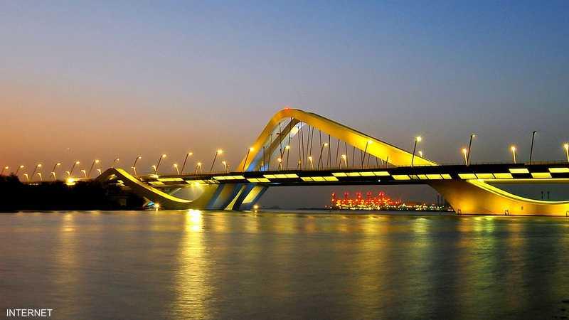 جسر الشيخ زايد يربط جزيرة أبوظبي ببر الإمارة