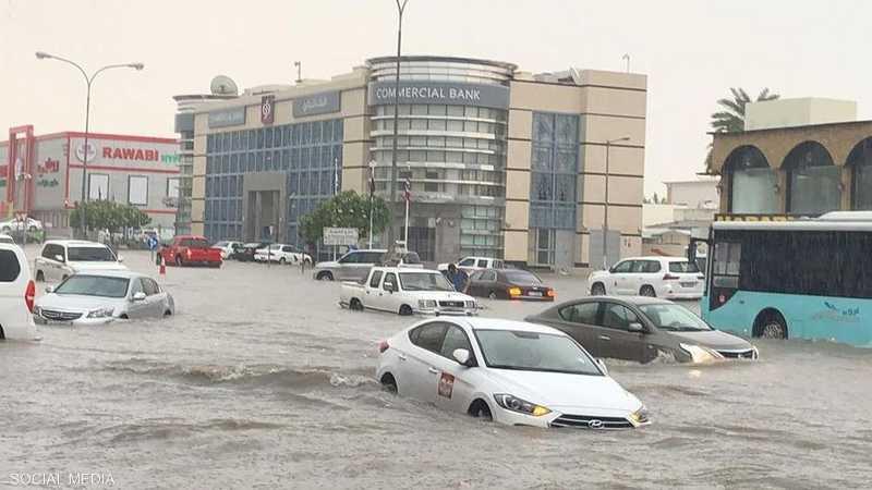السيارات علقت في شوارع الدوحة بعد ارتفاع منسوب المياه
