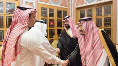 الملك سلمان يستقبل نجل وشقيق جمال خاشقجي