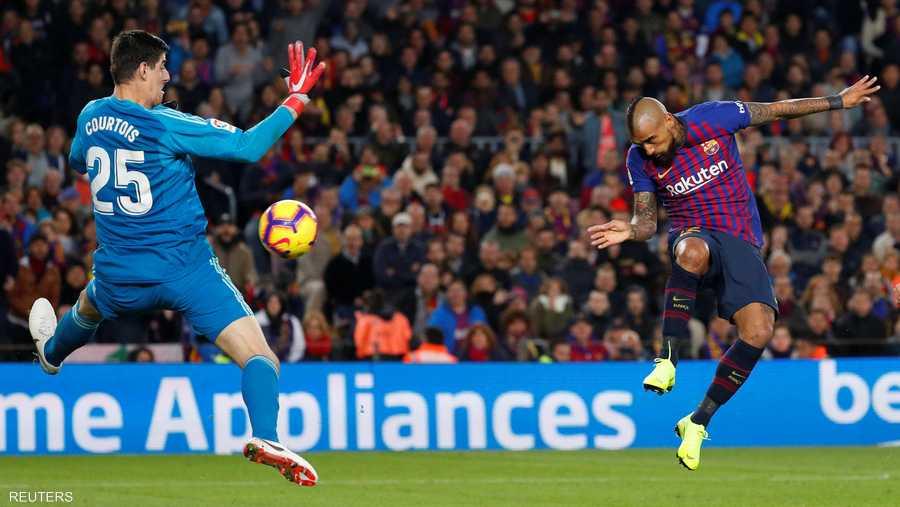 فيدال أحرز أول أهدافه مع برشلونة