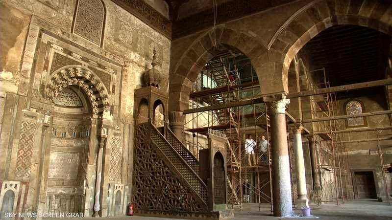 خبراء يرممون مسجدا أثريا بالقاهرة يعود للحقبة المملوكية