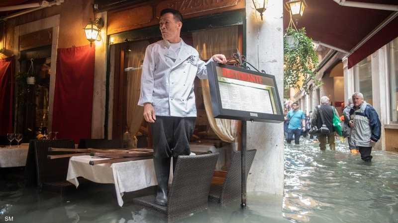 مطاعم فينيسيا تتحدى الفيضانات