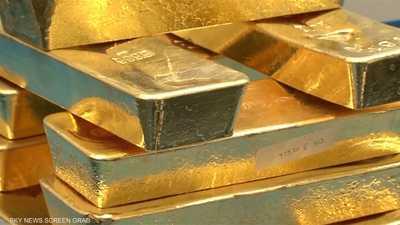 الذهب يهبط مع صعود الدولار واستقرار