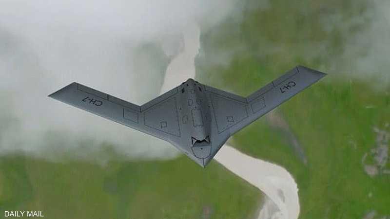 عرض الطائرة يبلغ 22 مترا (72 قدما)