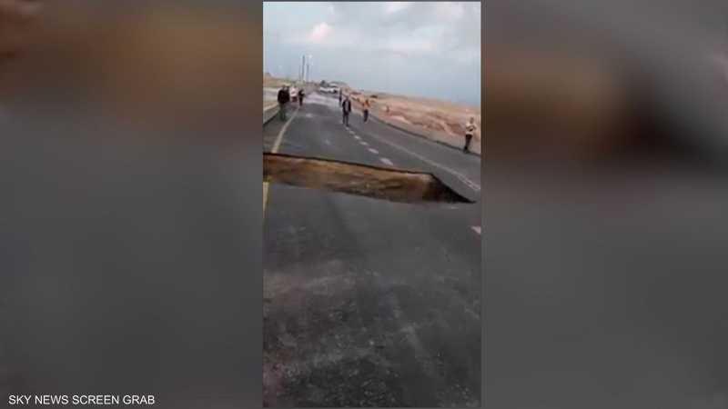 انهيار شارع بسبب الفيضانات في إسرائيل