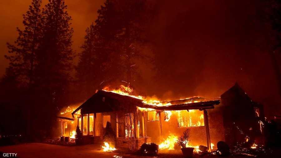 النيران أجبرت الكثيرين على ترك سياراتهم والنجاة بأرواحهم
