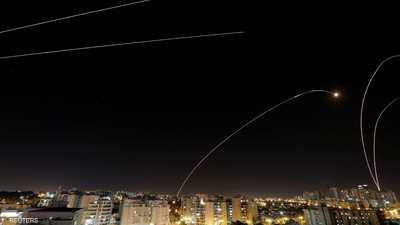 مئات الصواريخ على جنوب إسرائيل.. وغارات توقع قتلى في غزة