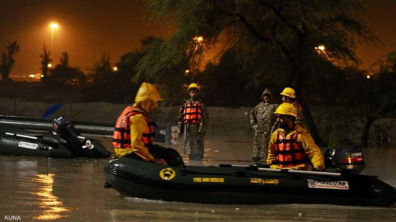 رجال الحرس الوطني خلال القيام بعمليات إنقاذ بالمراكب