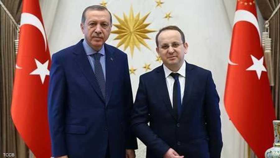 أردوغان خلال استقبال أونال عام 2016.