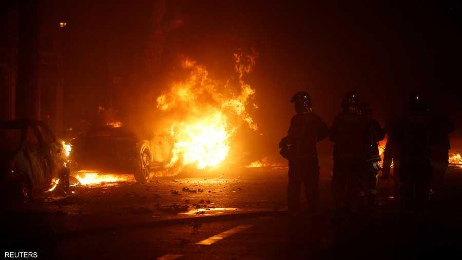 عدد من المحتجين أشعلوا النيران وسط باريس