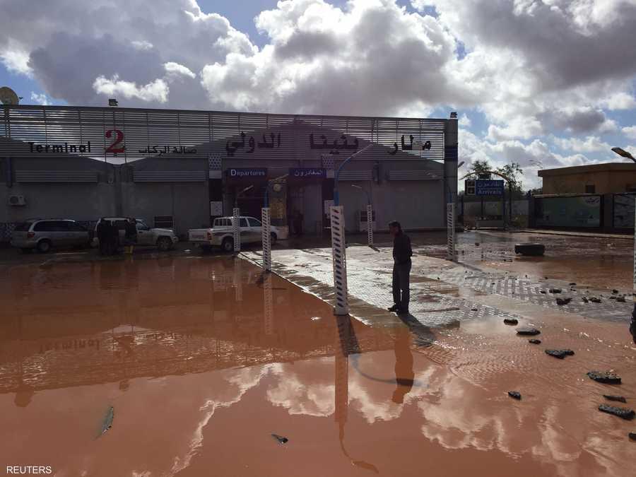 مياه الأمطار أغرقت مطار بنينا الدولي في بنغازي