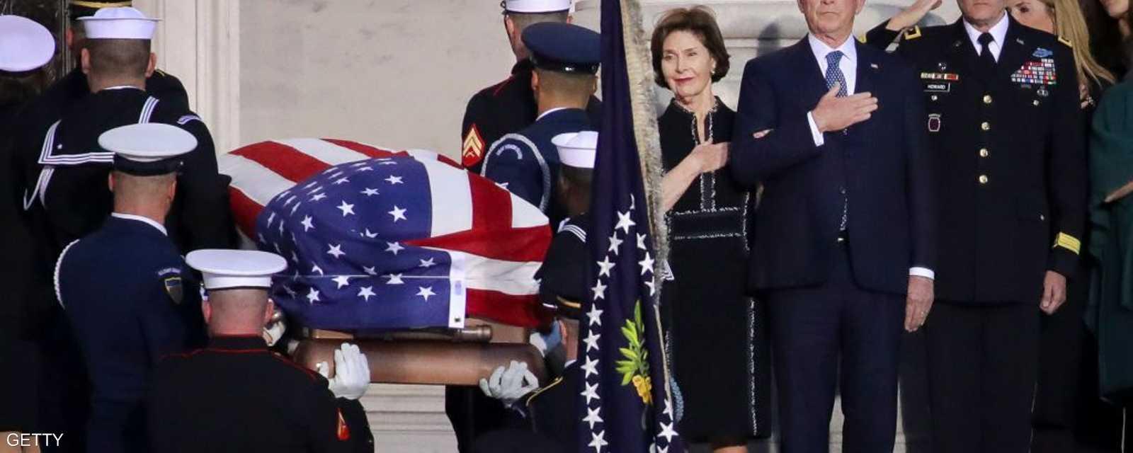 بوش الابن يودع والده