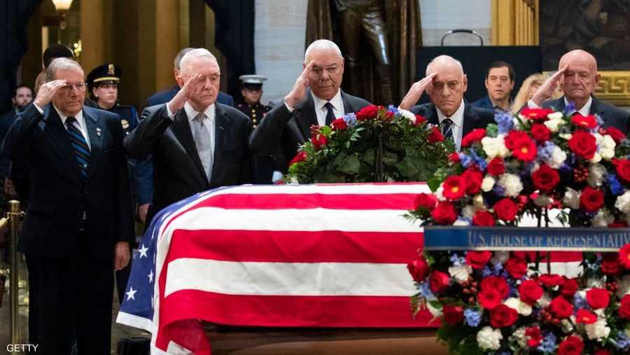 تحية عسكرية من رجال خدموا مع بوش الأب