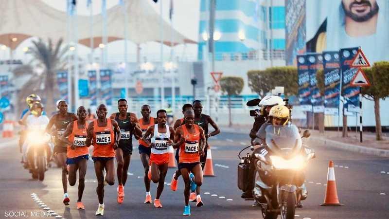 يهدف الماراثون إلى تشجيع فئات المجتمع على جعل الرياضة أولوية