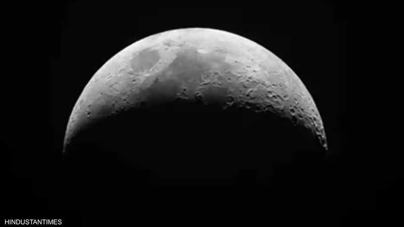 يدل الجانب البعيد من القمر على الجانب المظلم منه