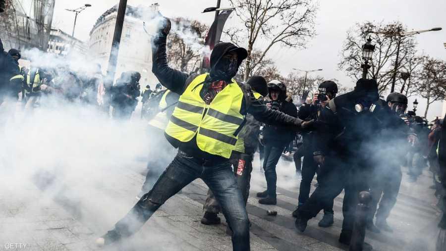 """31 ألف شخص شاركوا في تظاهرات """"السترات الصفراء"""""""