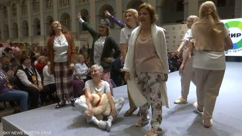 جدات روسيات على منصة عرض أزياء في موسكو