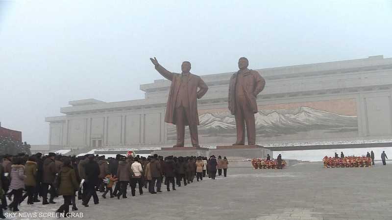 آلاف الكوريين يحيون ذكرى وفاة كيم جونغ أيل