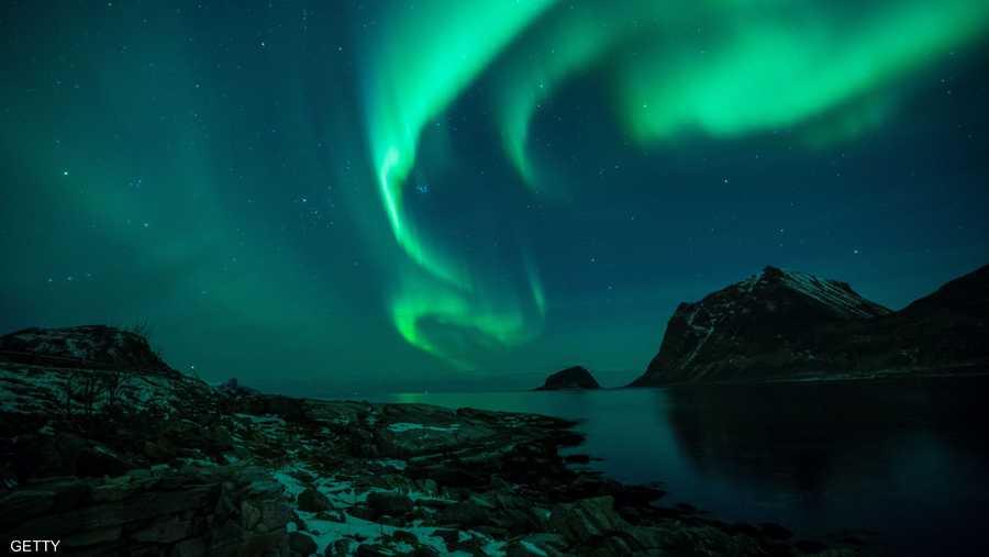 12 سبتمبر.. ثقب ضخم ظهر في هالة الشمس أدى لظهور الشفق القطبي