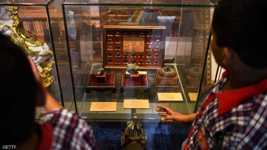 30 نوفمبر، بيع حجرين قمريين بـ855 ألف دولار