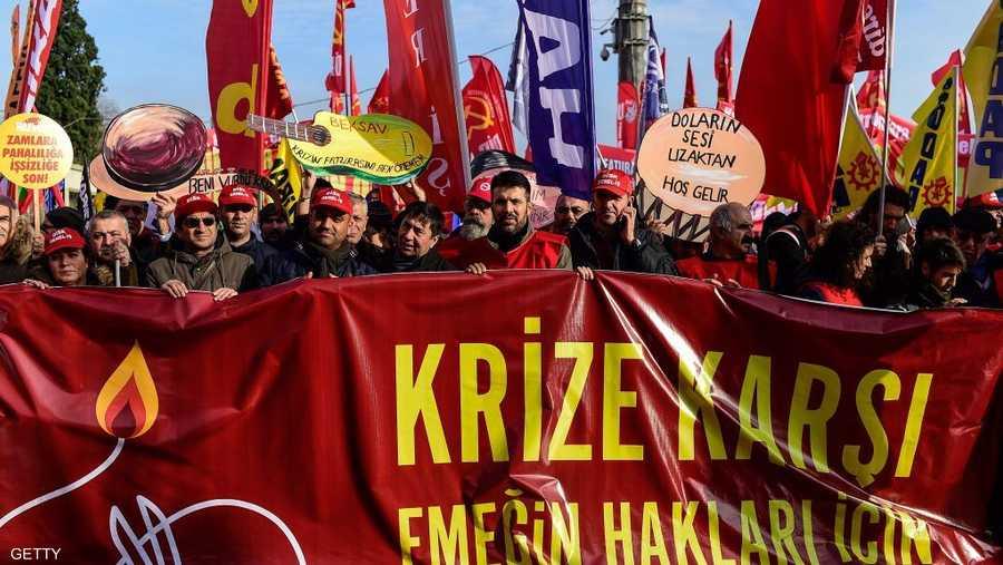 شارك في التظاهرة موظفي القطاع العام