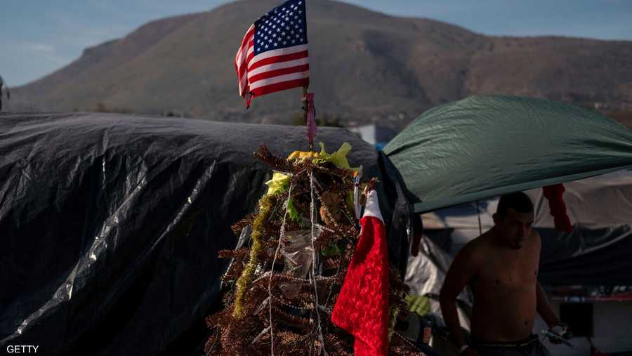 جانب من احتفالات المهاجرين في طريقهم إلى الولايات المتحدة