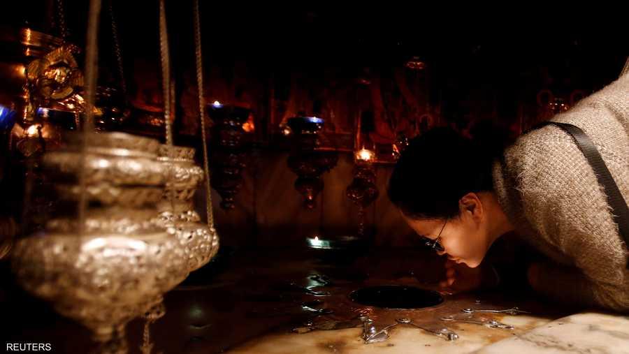داخل المغارة التي شهدت ولادة المسيح