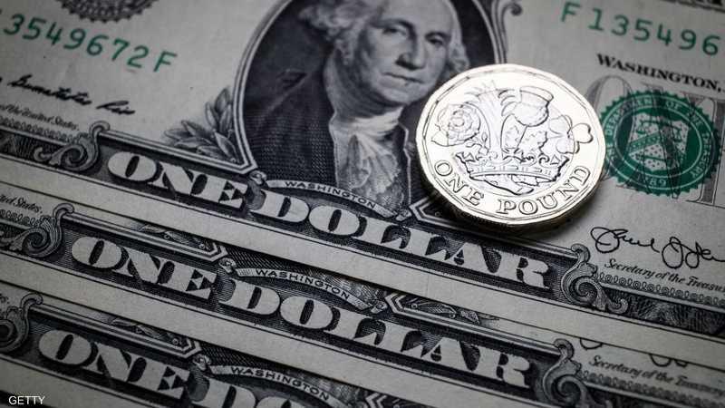 الدولار بأدنى مستوى منذ أشهر وسط مشكلات تعصف بواشنطن