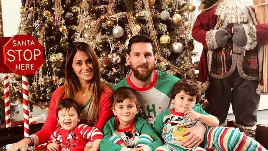 أزياء خاصة لميسي وعائلته