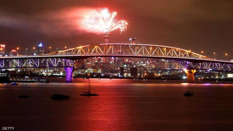 مدينة أوكلاند النيوزلندية تستقبل العام الجديد