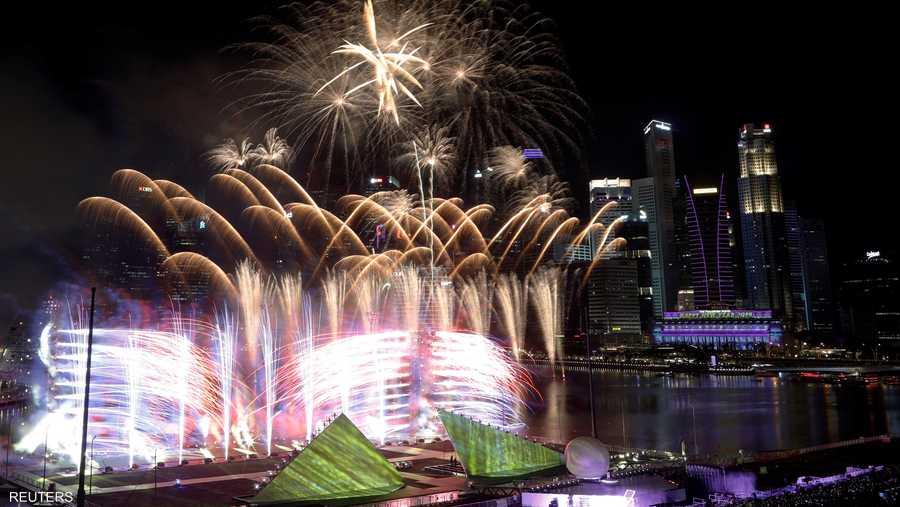 ألعاب نارية وأبراج شاهقة.. مشهد رائع في سنغافورة