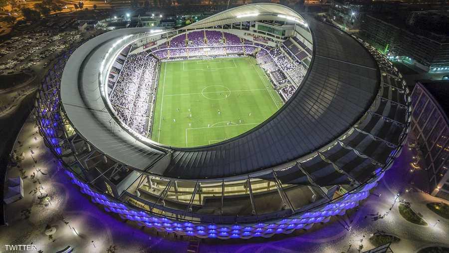 """يعتبر استاد هزاع بن زايد من أجمل الملاعب في الإمارات، حيث يشتهر بشكله الخارجي """"المبهر""""، والذي يعتمد على الإضاءة الحديثة التي تتغير مع تغير المباراة المقامة عليه."""