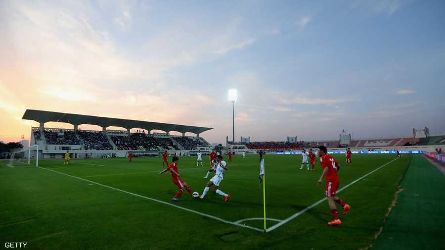 """استاد الشارقة هو الملعب الوحيد الذي سيمثل """"الإمارة الباسمة"""" في البطولة. وستخوض 7 منتخبات عربية إحدى مبارياتها على هذا الملعب، مما سيجعله مركزا للجماهير العربية في البطولة."""