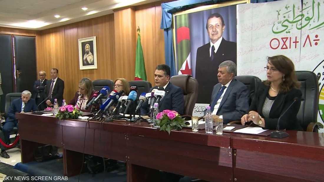 48f934543 الجزائر.. غموض المشهد السياسي والسيناريوهات الثلاثة