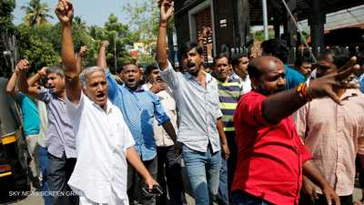"""احتجاجات في الهند بسبب """"أزمة المرأتين"""""""
