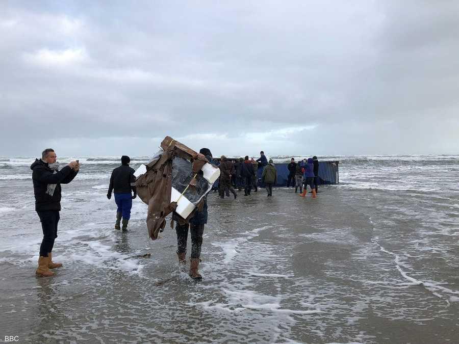 نتيجة بحث الصور عن البحر يرمي بالكوكايين بالشاطئ