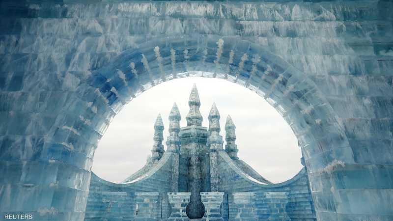 ينتهز الصينيون فصل الشتاء بثلوجه وجليده لإقامة مهرجان النحت على الثلج والجليد
