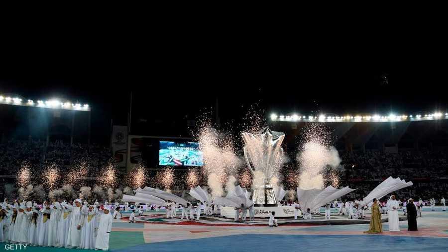 مجسم كأس آسيا الجديد توسط حفل الافتتاح