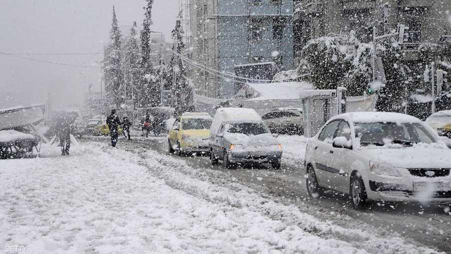 """وتوقعت كذلك أن يكون الجو الثلاثاء غائما جزئيا إلى غائم ماطر فوق معظم المناطق ويكون الهطول غزيرا فوق المناطق الغربية والشمالية""""."""