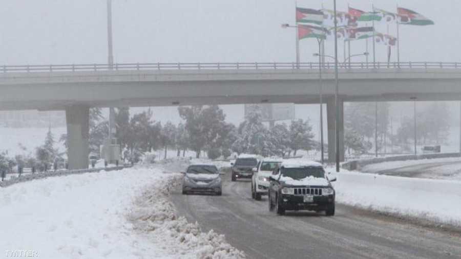 سيتأثر الأردن تدريجيا بكتلة هوائية باردة جدا ورطبة مصاحبة لمنخفض جوي، حيث ستتكاثر كميات الغيوم على ارتفاعات مختلفة وتتحول الأجواء إلى غائمة في أغلب المناطق.