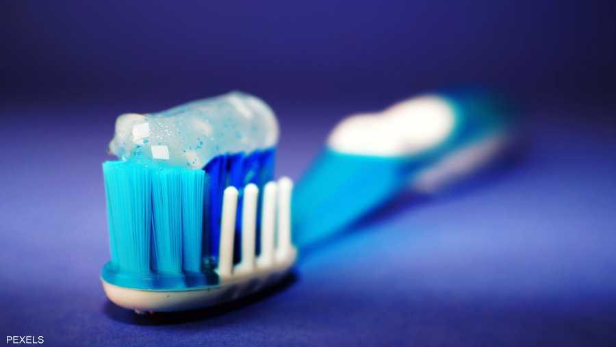 دراسة صينية تكشف تأثير تنظيف الأسنان على الصحة الجنسية